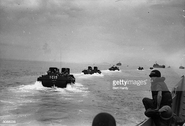American assault craft moving towards the beach at Inchon Original Publication Picture Post 5086 Korean War Series pub 1950
