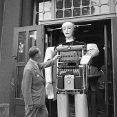 UNS: Bettmann Moments-Robots!