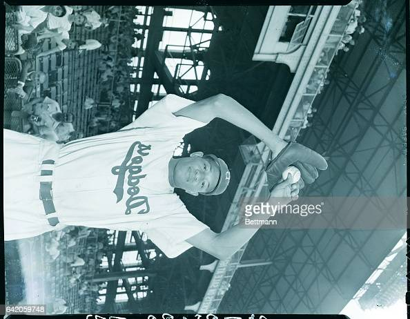 8/26/47Brooklyn New York Dan Bankhead 26yearold Negro pitcher first of his race to be signed as a pitcher by a Major League club is shown...