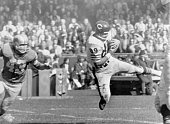 9/29/1963Detroit MI Chicago Bears end Mike Ditka comes down with a touchdown pass from Bear quarterback Bill Wade during the 2nd quarter LionsBears...