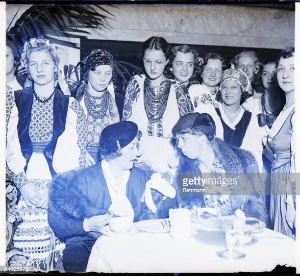 9/31/1932New York NY Mrs William Randolph Hearst Chairman of the Arramgements Committee and Mrs Franklin D Roosevelt at the tea and dance tendered...