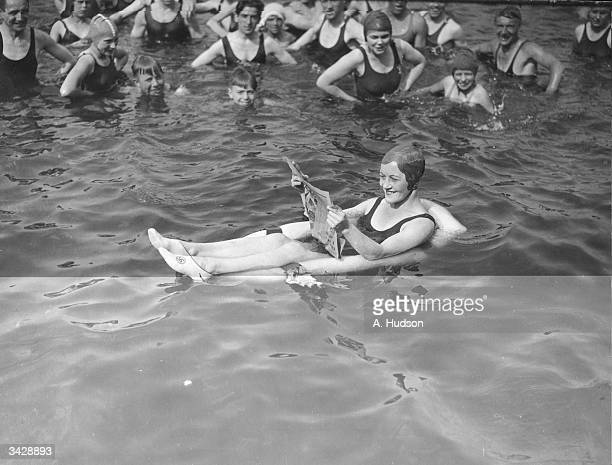 Swimming pool lido photos et images de collection getty - Swimming pool highbury and islington ...