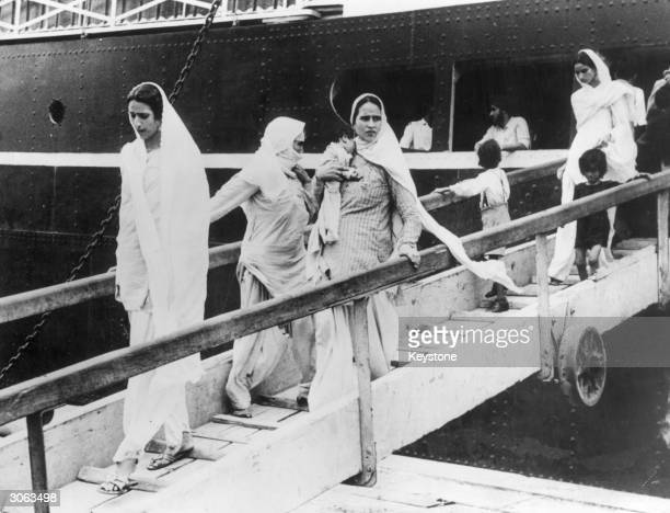 Hindu and Sikh women and children arriving at Bombay on the BritishIndia liner dOwarkaf after their flight from Pakistan