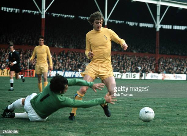 9th September 1972 Stoke City v Leeds United Leeds United's Allan Clarke's takes the ball around Stoke City goalkeeper Gordon Banks to score