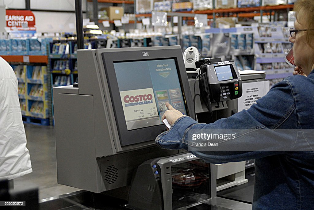 STATE / CLARKSTON _Shoppers at Costco super store shopper must have membership and mebership been checked at enterance door and shoppeer make payment...