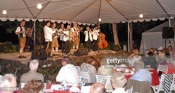 K a r l M o i k Alfredo Mitglieder der 'Combo Alfredo Mitglieder 'Die 3 Z'widern' MusikShow 'Aloha Servus' 'Sheraton Hotel' Honolulu Insel Oahu...