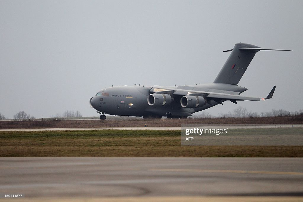 Aa British army Boeing C-17 cargo aircraft arriving from British Brize Norton base en route to Bamako, lands on January 13, 2013 at the Evreux military Base to load french material including vehicles. Britain supports France's decision to send troops to support an offensive by Mali government forces against Islamist rebels. AFP PHOTO CHARLY TRIBALLEAU
