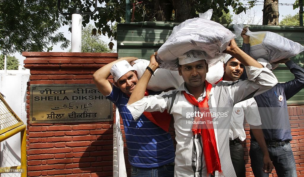 Aam Aadmi Party supporters arrive at the residence of Delhi Chief minister, Sheila Dikshit with the 10.5 lakh letters from consumers stating that they would not pay inflated bills on April 28, 2013 in New Delhi, India. The Arvind Kejriwal-led party decided to call off their march to residence of Delhi Chief Minister Sheila Dikshit after her office accepted to receive the 10.5 lakh letters written against inflated power and water bills.