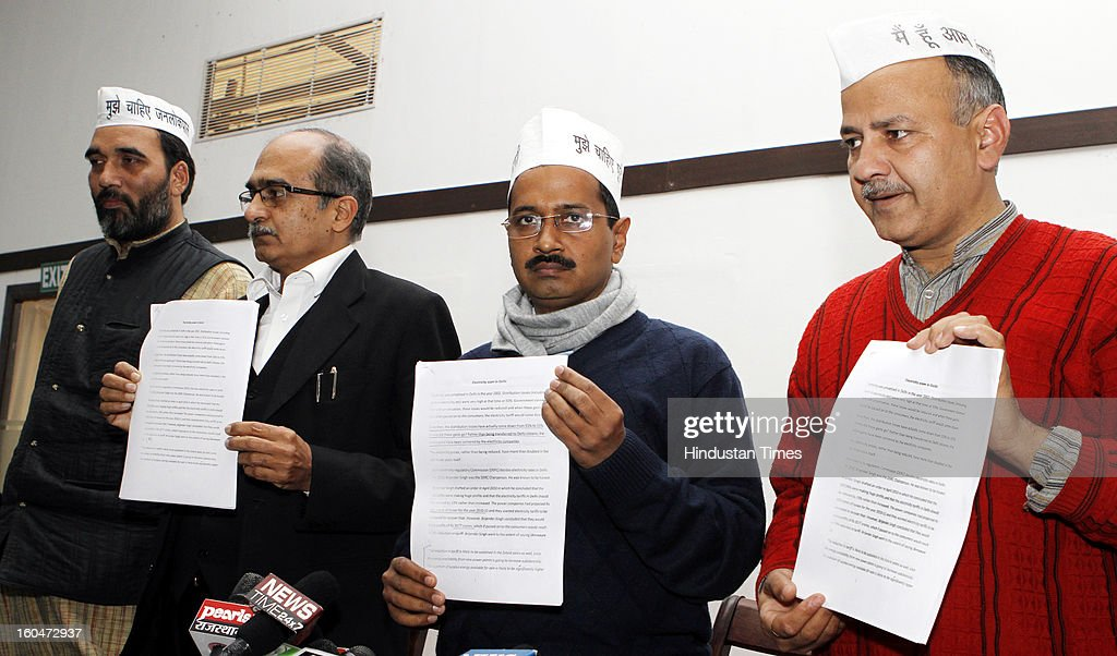 Aam Admi Party leaders Arvind Kejriwal (R) and Prashant Bhushan on electricity prices on February 1, 2013 in New Delhi, India. Targetting the Delhi Chief Minister Sheila Dikshit, The AAM Party leader alleged that power distribution companies in the capital fudged their records and committed fraud to show losses in their revenue while actually making profits.