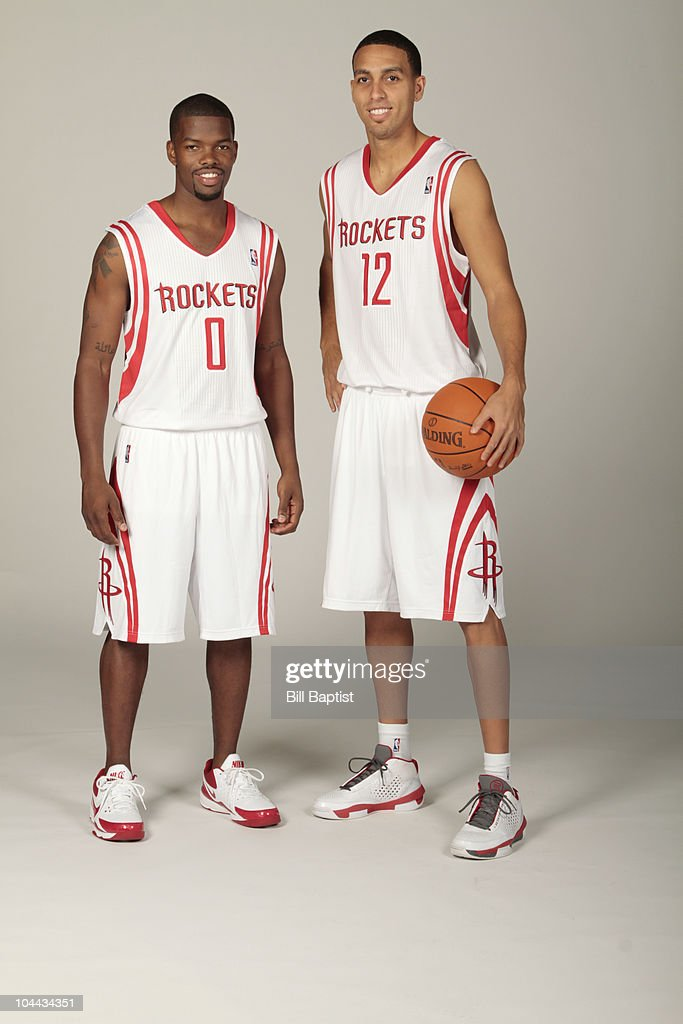 ¿Cuánto mide Ricky Rubio? - Altura - Real height Aaron-brooks-and-kevin-martin-of-the-houston-rockets-pose-together-picture-id104434351