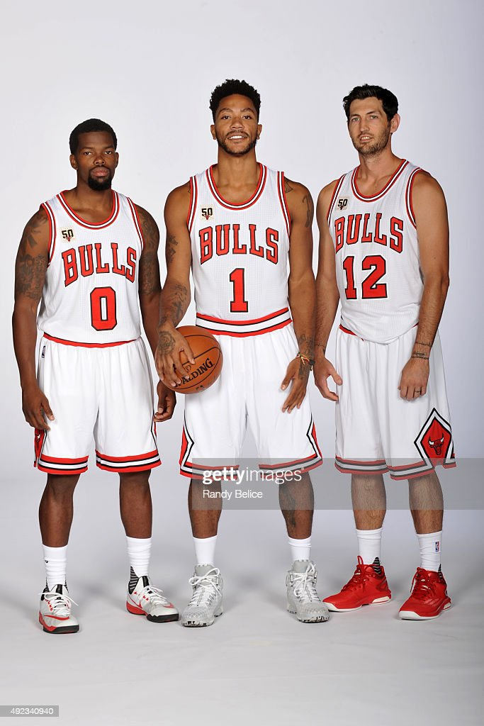 ¿Cuánto mide Derrick Rose? - Altura - Real height Aaron-brooks-derrick-rose-and-kirk-hinrich-of-the-chicago-bulls-poses-picture-id492340940