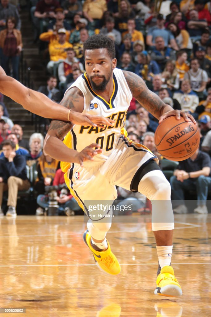 Aaron Brooks #00 of the Indiana Pacers handles the ball against the Utah Jazz on March 20, 2017 at Bankers Life Fieldhouse in Indianapolis, Indiana.