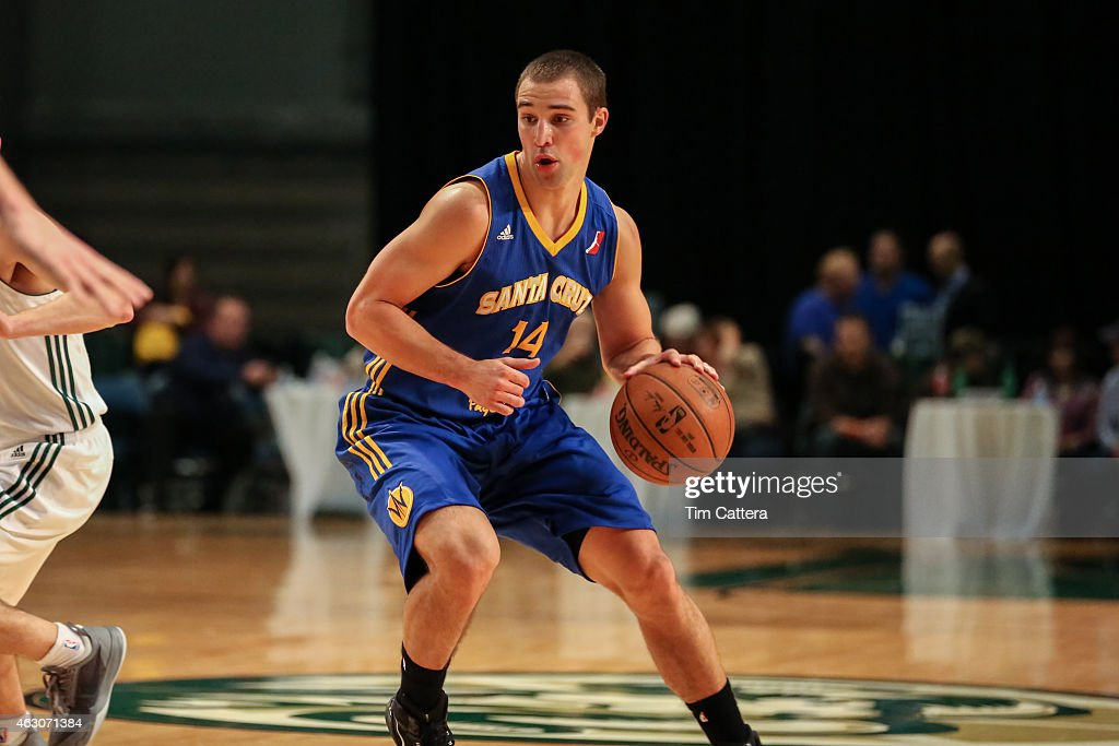 <a gi-track='captionPersonalityLinkClicked' href=/galleries/search?phrase=Aaron+Craft&family=editorial&specificpeople=7348782 ng-click='$event.stopPropagation()'>Aaron Craft</a> #14 of the Santa Cruz Warriors dribbles the ball against the Reno Bighorns during an NBA D-League game on January 31, 2015 at Reno Event Center in Reno, Nevada.
