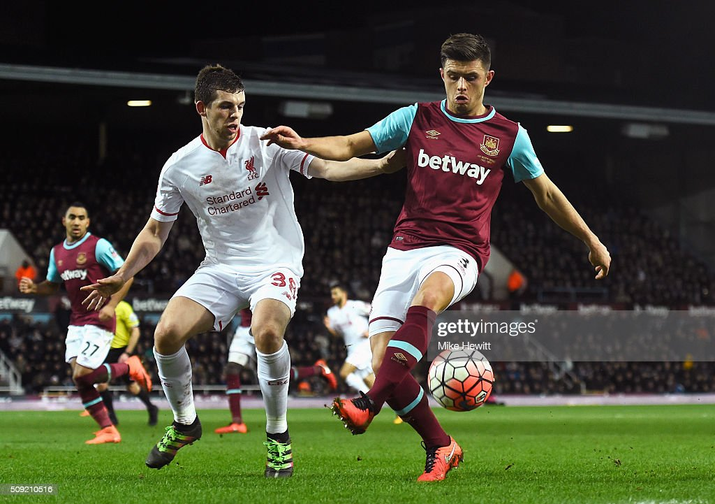 <a gi-track='captionPersonalityLinkClicked' href=/galleries/search?phrase=Aaron+Cresswell&family=editorial&specificpeople=6175637 ng-click='$event.stopPropagation()'>Aaron Cresswell</a> of West Ham United holds off <a gi-track='captionPersonalityLinkClicked' href=/galleries/search?phrase=Jon+Flanagan+-+Soccer+Player+-+Born+1993&family=editorial&specificpeople=8957850 ng-click='$event.stopPropagation()'>Jon Flanagan</a> of Liverpool during the Emirates FA Cup Fourth Round Replay match between West Ham United and Liverpool at Boleyn Ground on February 9, 2016 in London, England.