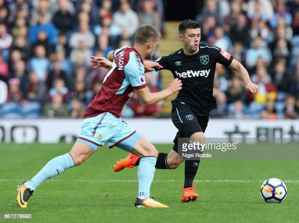Aaron Cresswell of West Ham United takes on Johann Gudmundsson of Burnley during the Premier League match between Burnley and West Ham United at Turf...
