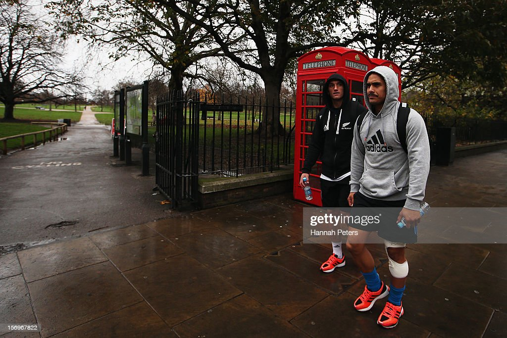 Aaron Cruden and Aaron Smith of the All Blacks return from a recovery session at the Imperial College on November 26, 2012 in London, England.