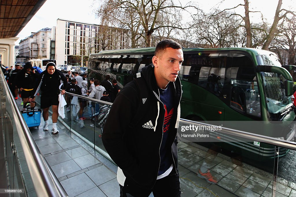 Aaron Cruden of the All Blacks arrives for a recovery session at the Imperial College on November 26, 2012 in London, England.