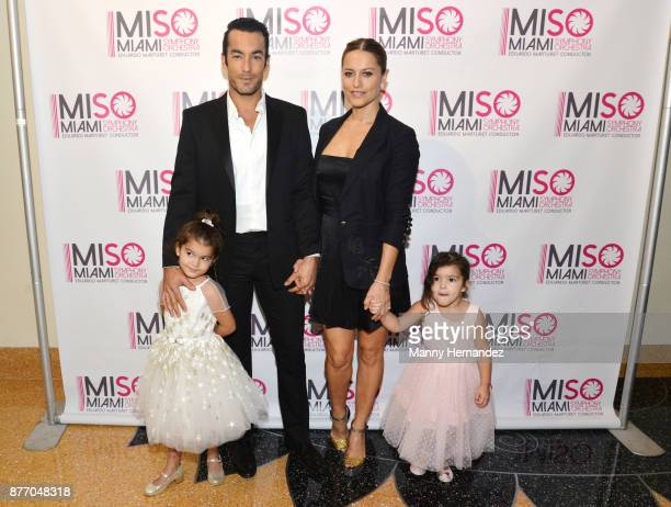 Aaron Diaz and Lola Ponce with daughters Erin Diaz and Regina Diaz at Miami Symphony Miso Chic at the Adrienne Arsht Center on November 12 2017 in...