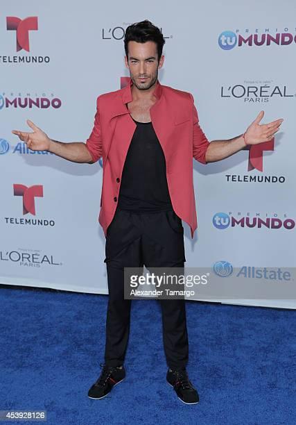 Aaron Diaz arrives at Telemundo's Premios Tu Mundo Awards 2014 at American Airlines Arena on August 21 2014 in Miami Florida