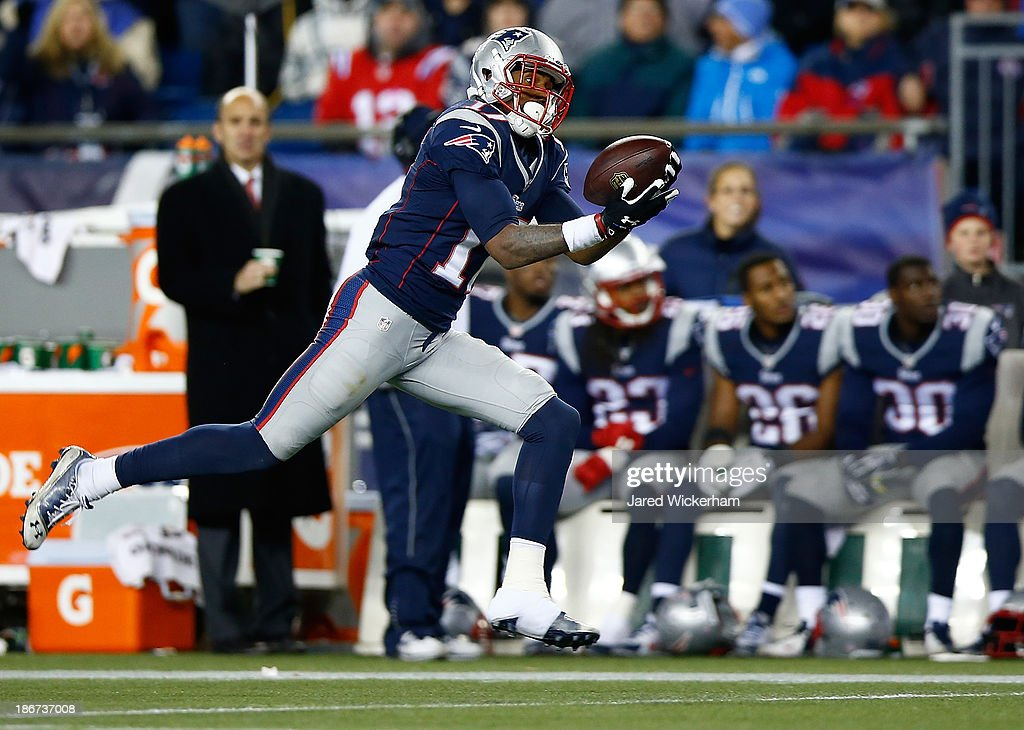 <a gi-track='captionPersonalityLinkClicked' href=/galleries/search?phrase=Aaron+Dobson&family=editorial&specificpeople=6336020 ng-click='$event.stopPropagation()'>Aaron Dobson</a> #17 of the New England Patriots catches a pass before running it in for a touchdown in the fourth quarter against the Pittsburgh Steelers at Gillette Stadium on November 3, 2013 in Foxboro, Massachusetts.