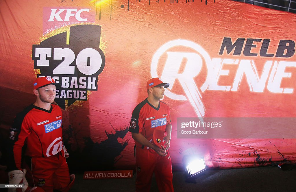 <a gi-track='captionPersonalityLinkClicked' href=/galleries/search?phrase=Aaron+Finch+-+Cricket+Player&family=editorial&specificpeople=724040 ng-click='$event.stopPropagation()'>Aaron Finch</a> and his Renegades team mates prepare to walk onto the field during the Big Bash League match between the Melbourne Renegades and the Hobart Hurricanes at Etihad Stadium on December 19, 2012 in Melbourne, Australia.