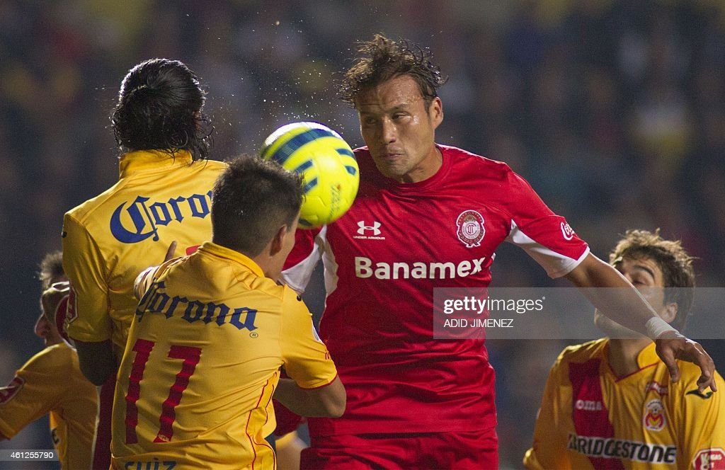 Aaron Galindo (R) of Toluca vies for the ball with <a gi-track='captionPersonalityLinkClicked' href=/galleries/search?phrase=Joel+Huiqui&family=editorial&specificpeople=875917 ng-click='$event.stopPropagation()'>Joel Huiqui</a> (L) and Hibert Ruiz (C) of Morelia during their Mexican Clausura tournament football match, at the Morelos stadium, on January 9, 2015, in Morelia.