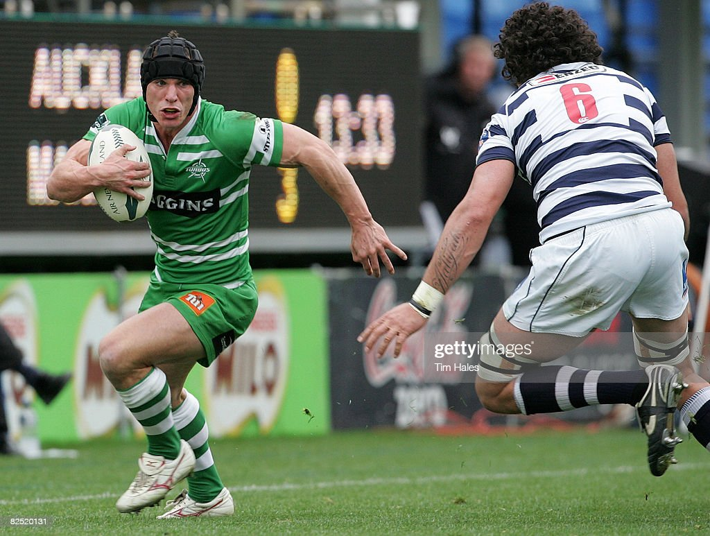 Aaron Good of Manawatu runs at <a gi-track='captionPersonalityLinkClicked' href=/galleries/search?phrase=Kurtis+Haiu&family=editorial&specificpeople=731458 ng-click='$event.stopPropagation()'>Kurtis Haiu</a> of Auckland (R) during the Air New Zealand Cup match between Auckland and Manawatu held at Eden Park August 23, 2008 in Auckland, New Zealand.