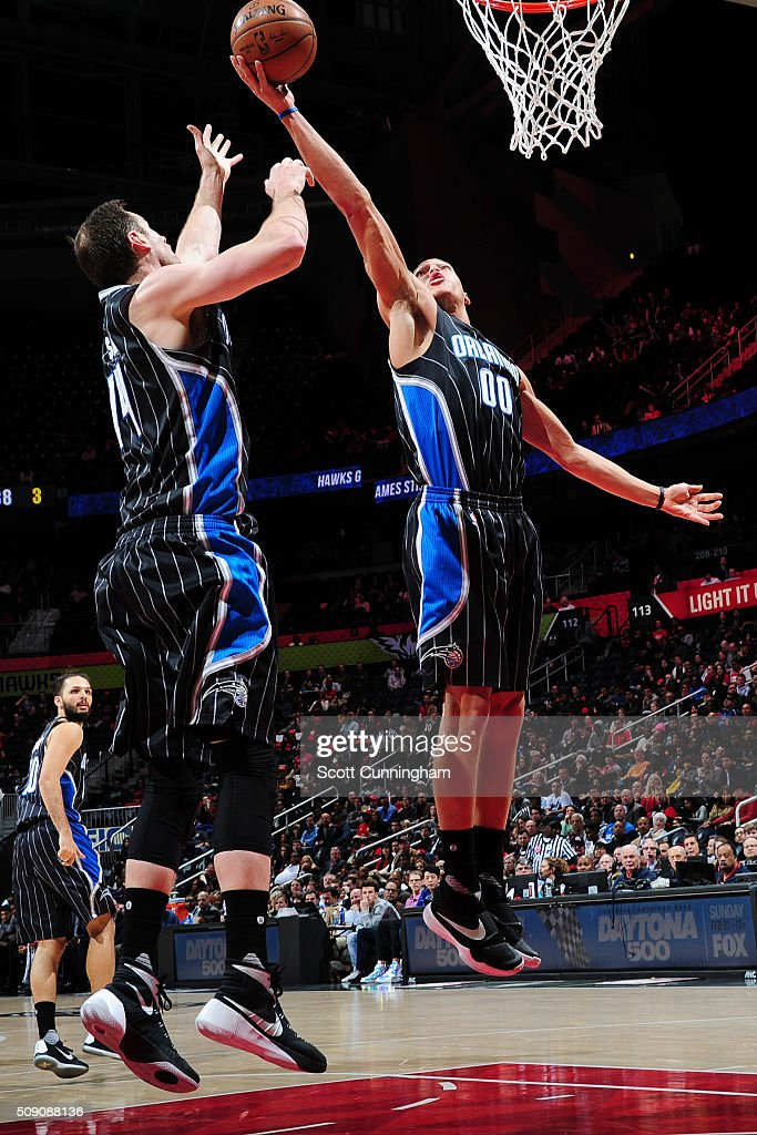 <a gi-track='captionPersonalityLinkClicked' href=/galleries/search?phrase=Aaron+Gordon+-+Jogador+de+basquetebol&family=editorial&specificpeople=11544602 ng-click='$event.stopPropagation()'>Aaron Gordon</a> #00 of the Orlando Magic grabs the rebound against the Atlanta Hawks on February 8, 2016 at Philips Arena in Atlanta, Georgia.