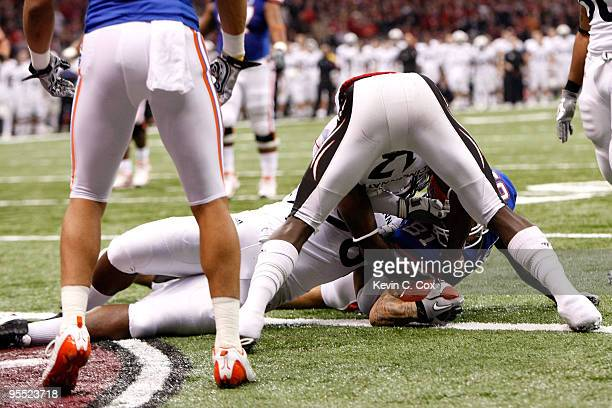 Aaron Hernandez of the Florida Gators scores a touchdown in the first quarter against the Cincinnati Bearcats during the Allstate Sugar Bowl at the...