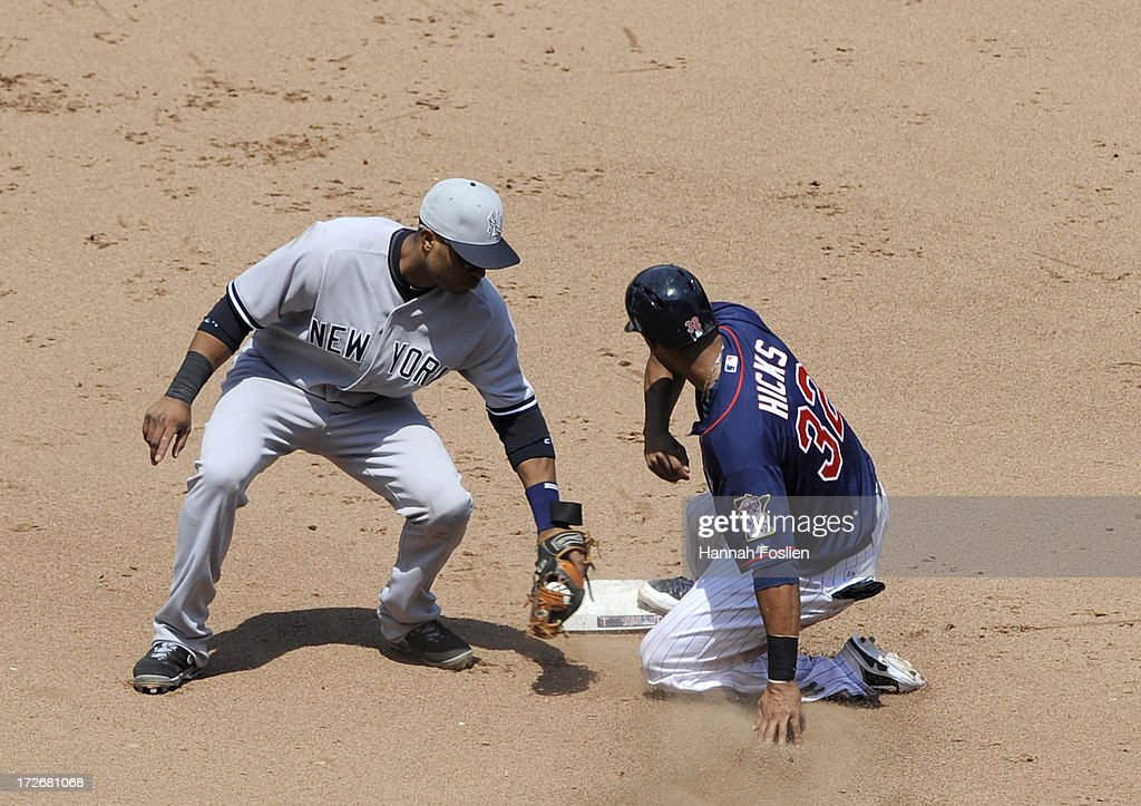 <a gi-track='captionPersonalityLinkClicked' href=/galleries/search?phrase=Aaron+Hicks&family=editorial&specificpeople=5471630 ng-click='$event.stopPropagation()'>Aaron Hicks</a> #32 of the Minnesota Twins steals second base against <a gi-track='captionPersonalityLinkClicked' href=/galleries/search?phrase=Robinson+Cano&family=editorial&specificpeople=538362 ng-click='$event.stopPropagation()'>Robinson Cano</a> #24 of the New York Yankees during the fifth inning of the game on July 4, 2013 at Target Field in Minneapolis, Minnesota.