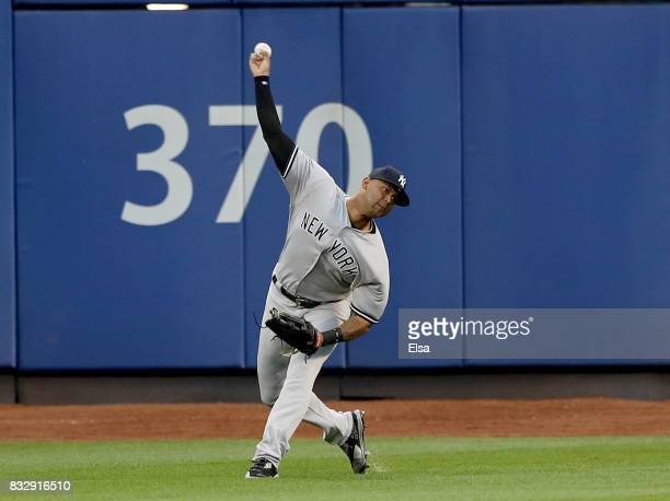 Aaron Hicks of the New York Yankees fields a hit by Yoenis Cespedes of the New York Mets in the first inning during interleague play on August 16...