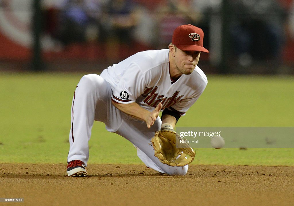 <a gi-track='captionPersonalityLinkClicked' href=/galleries/search?phrase=Aaron+Hill+-+Baseball+Player&family=editorial&specificpeople=239242 ng-click='$event.stopPropagation()'>Aaron Hill</a> #2 of the Arizona Diamondbacks makes a play on a ground ball against the Los Angeles Dodgers at Chase Field on September 16, 2013 in Phoenix, Arizona.