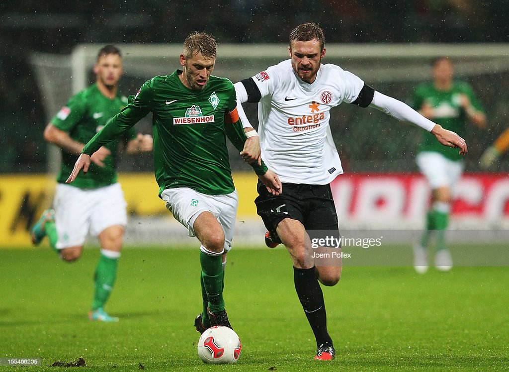 Aaron Hunt (L) of Bremen and Jan Kirchhoff of Mainz compete for the ball during the Bundesliga match between SV Werder Bremen and 1. FSV Mainz 05 at Weser Stadium on November 4, 2012 in Bremen, Germany.