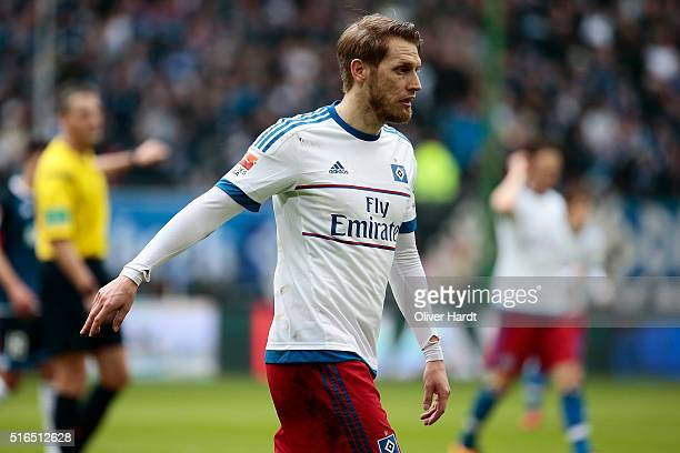 Aaron Hunt of Hamburg appears frustrated during the Bundesliga match between Hamburger SV and 1899 Hoffenheim at Volksparkstadion on March 19 2016 in...