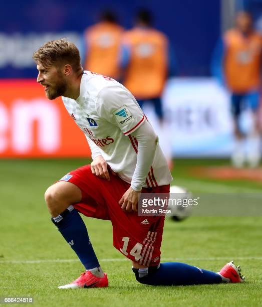 Aaron Hunt of Hamburg reacts during the Bundesliga match between Hamburger SV and TSG 1899 Hoffenheim at Volksparkstadion on April 8 2017 in Hamburg...