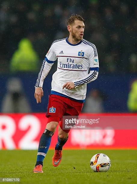 Aaron Hunt of Hamburg runs with the ball during the Bundesliga match between Hamburger SV and Borussia Moenchengladbach at Volksparkstadion on...
