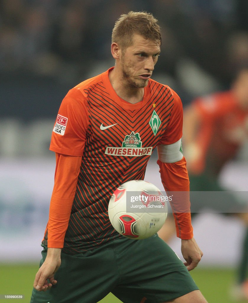 Aaron Hunt of Werder Bremen controls the ball during the Bundesliga match between FC Schalke 04 and Werder Bremen at Veltins-Arena on November 10, 2012 in Gelsenkirchen, Germany.