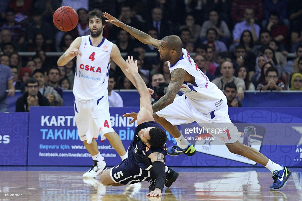 Aaron Jackson #7 of CSKA Moscow competes with <a gi-track='captionPersonalityLinkClicked' href=/galleries/search?phrase=Jordan+Farmar&family=editorial&specificpeople=228137 ng-click='$event.stopPropagation()'>Jordan Farmar</a> #5 of Anadolu Efes during the 2012-2013 Turkish Airlines Euroleague Top 16 Date 8 between Anadolu EFES Istanbul v CSKA Moscow at Abdi Ipekci Sports Arena on February 22, 2013 in Istanbul, Turkey.