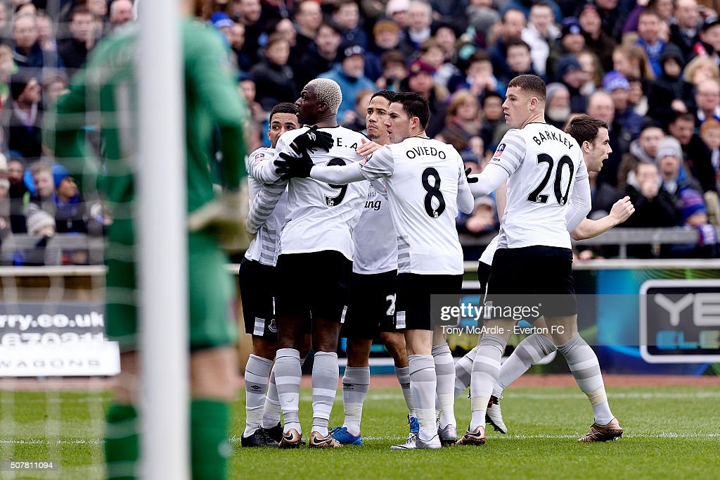 <a gi-track='captionPersonalityLinkClicked' href=/galleries/search?phrase=Aaron+Lennon&family=editorial&specificpeople=453309 ng-click='$event.stopPropagation()'>Aaron Lennon</a>, <a gi-track='captionPersonalityLinkClicked' href=/galleries/search?phrase=Arouna+Kone&family=editorial&specificpeople=550782 ng-click='$event.stopPropagation()'>Arouna Kone</a>, <a gi-track='captionPersonalityLinkClicked' href=/galleries/search?phrase=Steven+Pienaar&family=editorial&specificpeople=787271 ng-click='$event.stopPropagation()'>Steven Pienaar</a>, <a gi-track='captionPersonalityLinkClicked' href=/galleries/search?phrase=Bryan+Oviedo&family=editorial&specificpeople=4412740 ng-click='$event.stopPropagation()'>Bryan Oviedo</a> and <a gi-track='captionPersonalityLinkClicked' href=/galleries/search?phrase=Ross+Barkley&family=editorial&specificpeople=5806369 ng-click='$event.stopPropagation()'>Ross Barkley</a> of Everton react to comments from the crowd after Everton's first goal during The Emirates FA Cup Fourth Round match between Carlisle United v Everton at Brunton Park on January 31, 2016 in Carlisle, England.
