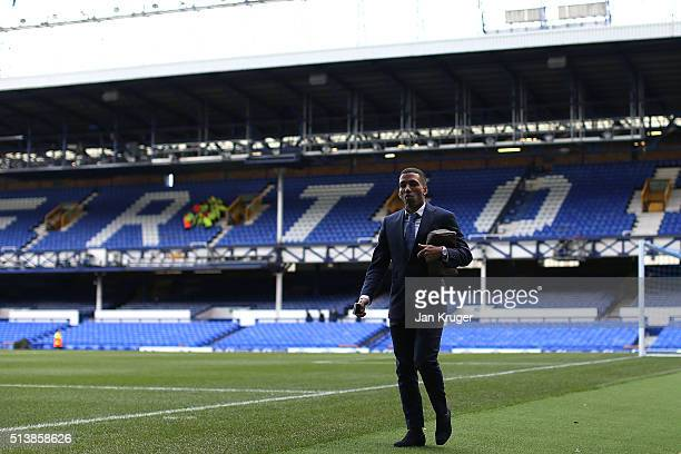 Aaron Lennon of Everton arrives ahead of the Barclays Premier League match between Everton and West Ham United at Goodison Park on March 5 2016 in...