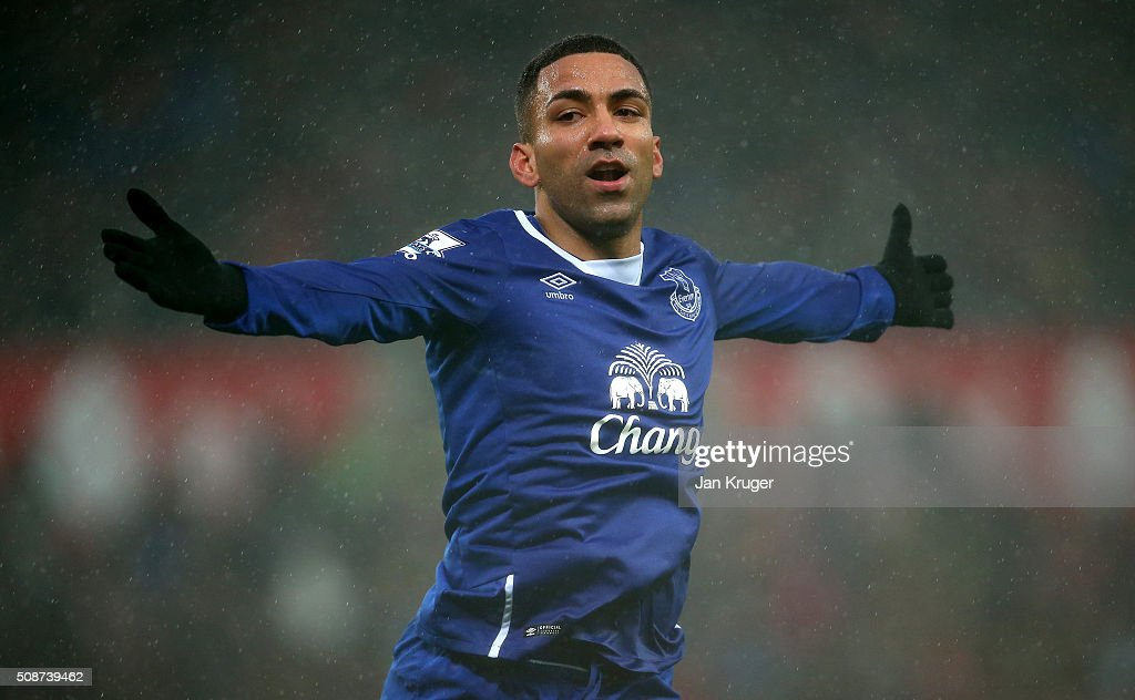 <a gi-track='captionPersonalityLinkClicked' href=/galleries/search?phrase=Aaron+Lennon&family=editorial&specificpeople=453309 ng-click='$event.stopPropagation()'>Aaron Lennon</a> of Everton celebrates scoring his team's third goal during the Barclays Premier League match between Stoke City and Everton at Britannia Stadium on February 6, 2016 in Stoke on Trentl, England.