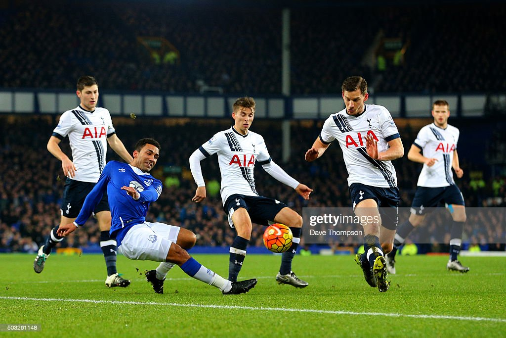 <a gi-track='captionPersonalityLinkClicked' href=/galleries/search?phrase=Aaron+Lennon&family=editorial&specificpeople=453309 ng-click='$event.stopPropagation()'>Aaron Lennon</a> of Everton crosses the ball under pressure from the Tottenham defence during the Barclays Premier League match between Everton and Tottenham Hotspur at Goodison Park on January 3, 2016 in Liverpool, England.