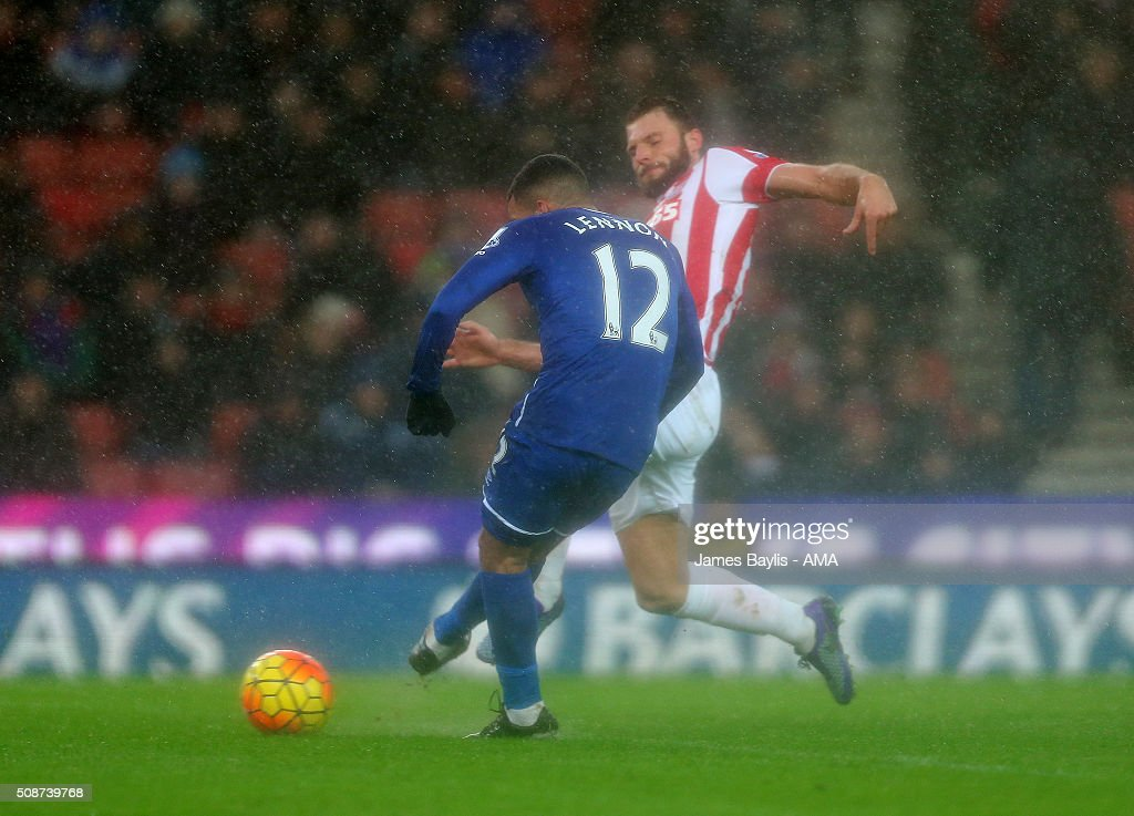 Aaron Lennon of Everton scores a goal to make it 0-3 during the Barclays Premier League match between Stoke City and Everton at the Britannia Stadium on February 06, 2016 in Stoke-on-Trent, England.