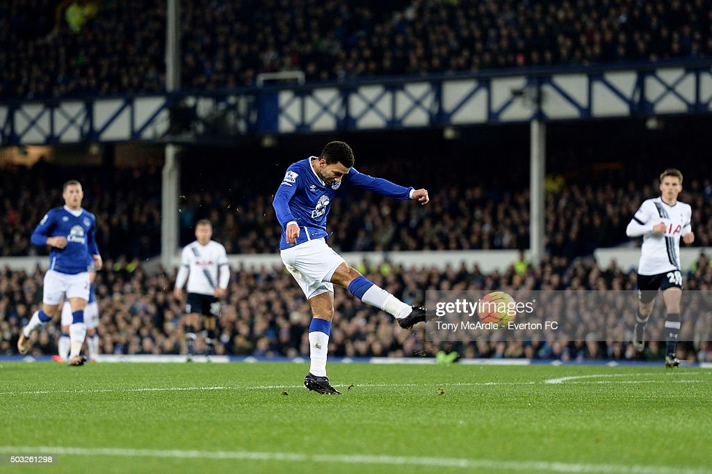 Aaron Lennon of Everton shoots to score the opening goal during the Barclays Premier League match between Everton and Tottenham Hotspur at Goodison Park on January 03, 2016 in Liverpool, England.