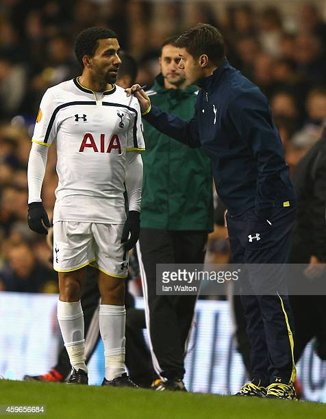 Aaron Lennon of Spurs speaks to Manager Mauricio Pochettino of Spurs uring the UEFA Europa League group C match between Tottenham Hotspur FC and FK...