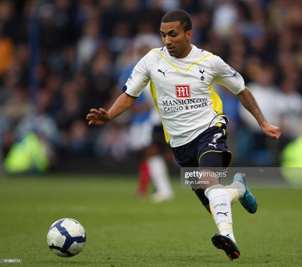 <a gi-track='captionPersonalityLinkClicked' href=/galleries/search?phrase=Aaron+Lennon&family=editorial&specificpeople=453309 ng-click='$event.stopPropagation()'>Aaron Lennon</a> of Tottenham Hotspur in action during the Barclays Premier League match between Portsmouth and Tottenham Hotspur at Fratton Park on October 17, 2009 in Portsmouth, England.