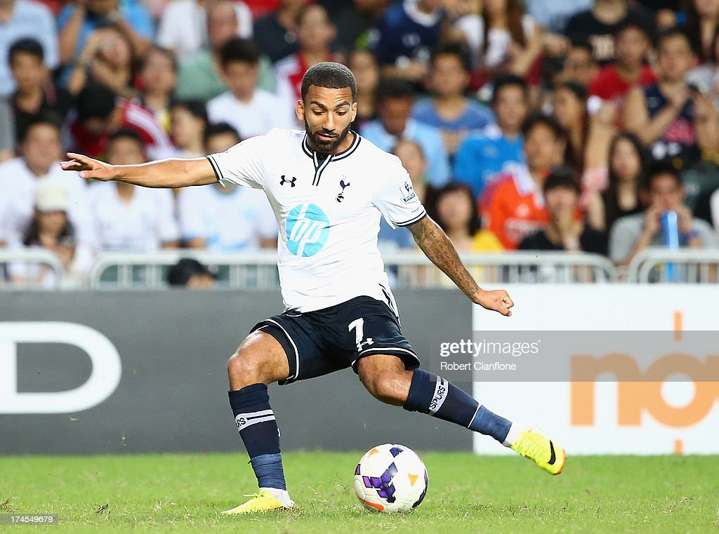 <a gi-track='captionPersonalityLinkClicked' href=/galleries/search?phrase=Aaron+Lennon&family=editorial&specificpeople=453309 ng-click='$event.stopPropagation()'>Aaron Lennon</a> of Tottenhan Hotspur kicks the ball during the Third Place Play-Off match between Tottenham Hotspur and South China at Hong Kong Stadium on July 27, 2013 in So Kon Po, Hong Kong.