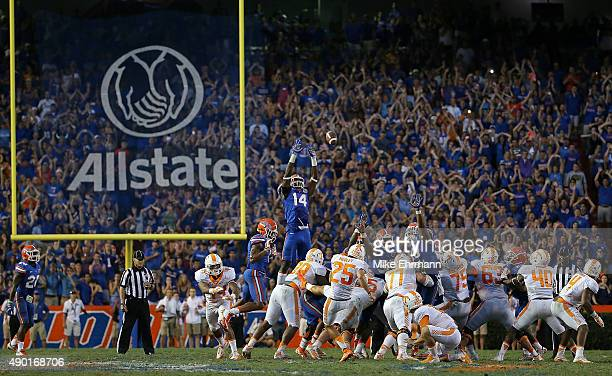 Aaron Medley of the Tennessee Volunteers misses the game winning field goal during a game against the Florida Gators at Ben Hill Griffin Stadium on...