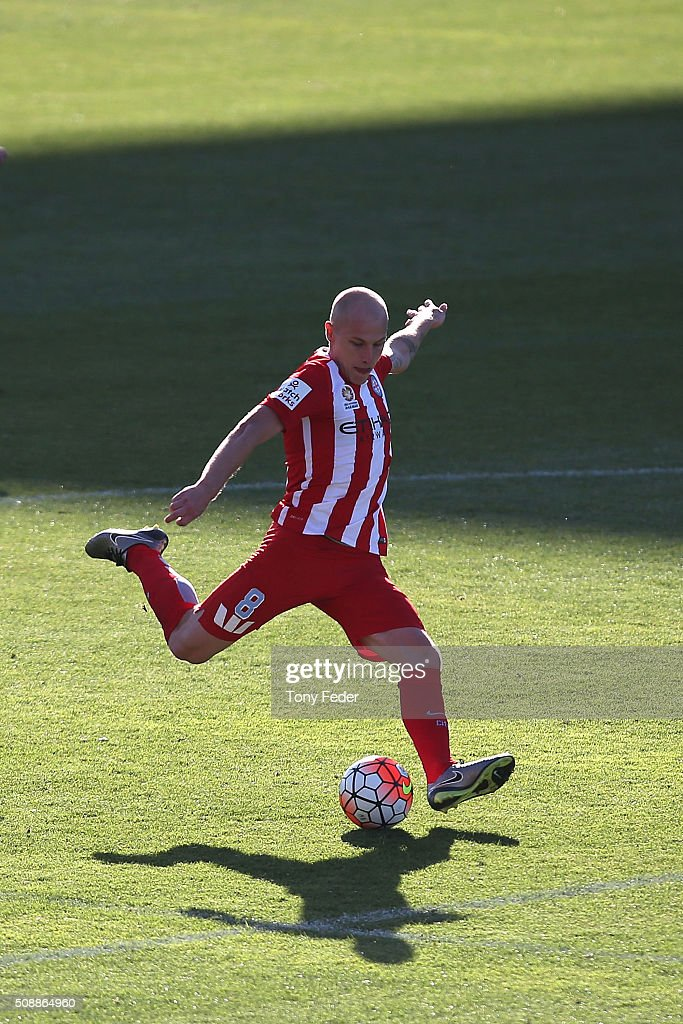 <a gi-track='captionPersonalityLinkClicked' href=/galleries/search?phrase=Aaron+Mooy&family=editorial&specificpeople=6342712 ng-click='$event.stopPropagation()'>Aaron Mooy</a> of Melbourne City shoots for goal during the round 18 A-League match between the Newcastle Jets and Melbourne City FC at Hunter Stadium on February 7, 2016 in Newcastle, Australia.