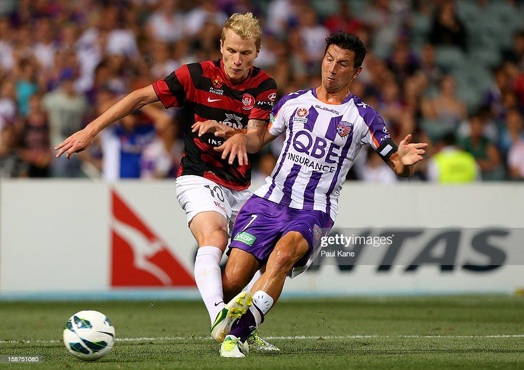 Aaron Mooy of the Wanderers and <a gi-track='captionPersonalityLinkClicked' href=/galleries/search?phrase=Jacob+Burns&family=editorial&specificpeople=2178094 ng-click='$event.stopPropagation()'>Jacob Burns</a> of the Glory contest for the ball during the round 13 A-League match between the Perth Glory and the Western Sydney Wanderers at Patersons Stadium on December 27, 2012 in Perth, Australia.